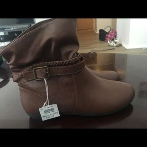 Brown ankle boots never worn bnwt!!!
